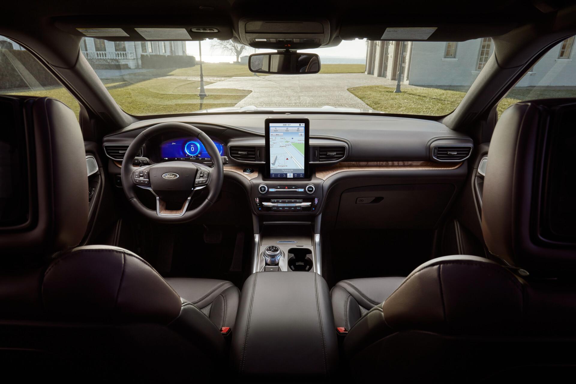 Ford-Explorer-plugin-hybrid-interni-autopama-umbria-spoleto-foligno-terni