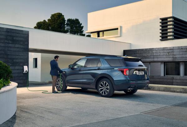Ford-Explorer-plugin-hybrid-ricarica-autopama-umbria-spoleto-foligno-terni